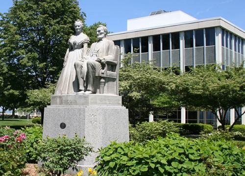 Lincoln Statue - Racine Campus