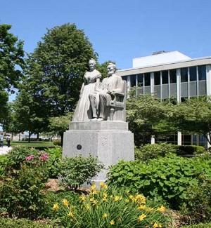 Lincoln Statue Racine Campus
